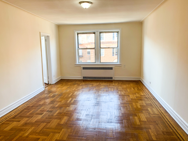 2 Bedrooms, Forest Hills Rental in NYC for $2,250 - Photo 1