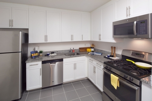 2 Bedrooms, Newport Rental in NYC for $3,860 - Photo 2