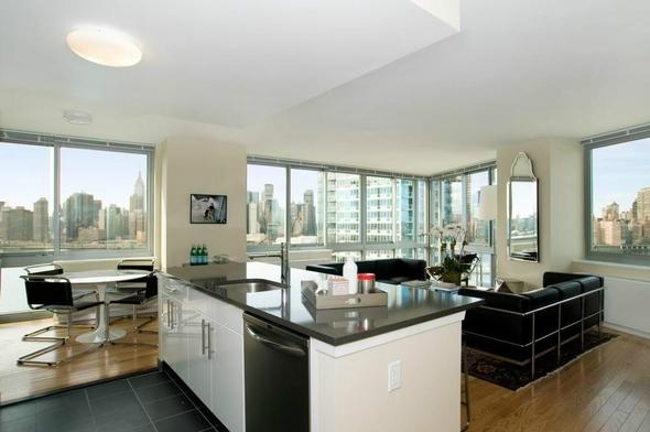 2 Bedrooms, Hunters Point Rental in NYC for $3,125 - Photo 2