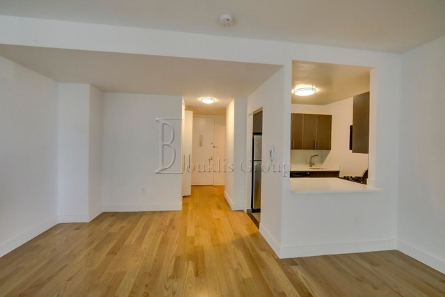 3 Bedrooms, Financial District Rental in NYC for $3,850 - Photo 2