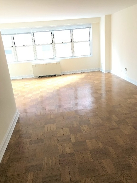 2 Bedrooms, Theater District Rental in NYC for $3,695 - Photo 2