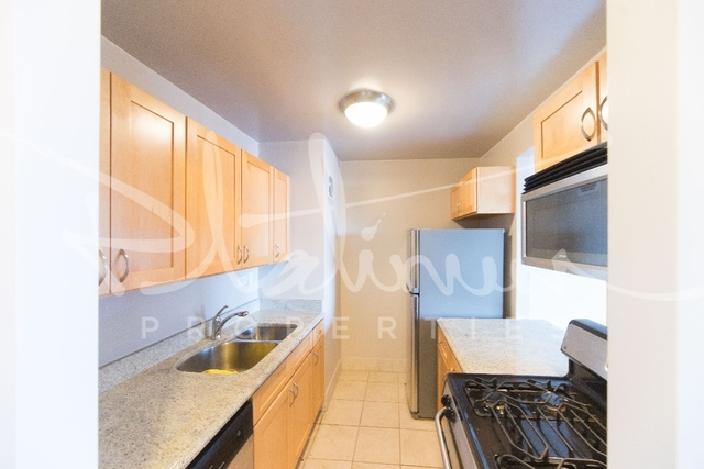 3 Bedrooms, Financial District Rental in NYC for $6,088 - Photo 2