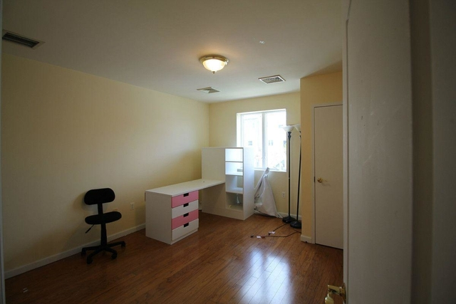 3 Bedrooms, Throgs Neck Rental in NYC for $2,599 - Photo 2