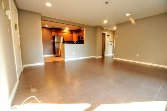 2 Bedrooms, Maspeth Rental in NYC for $2,299 - Photo 2
