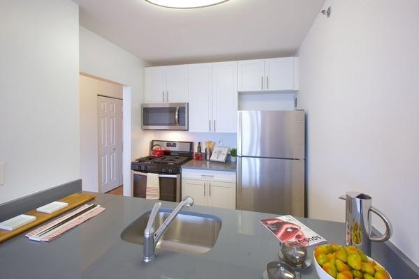 2 Bedrooms, Newport Rental in NYC for $3,660 - Photo 1