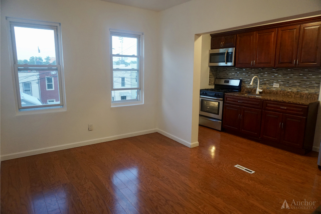 2 Bedrooms, Maspeth Rental in NYC for $2,200 - Photo 2