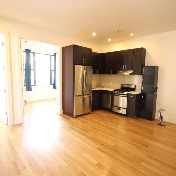 4 Bedrooms, East Williamsburg Rental in NYC for $4,000 - Photo 1