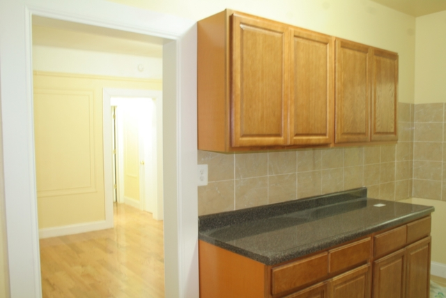 2 Bedrooms, Murray Hill Rental in NYC for $2,000 - Photo 2