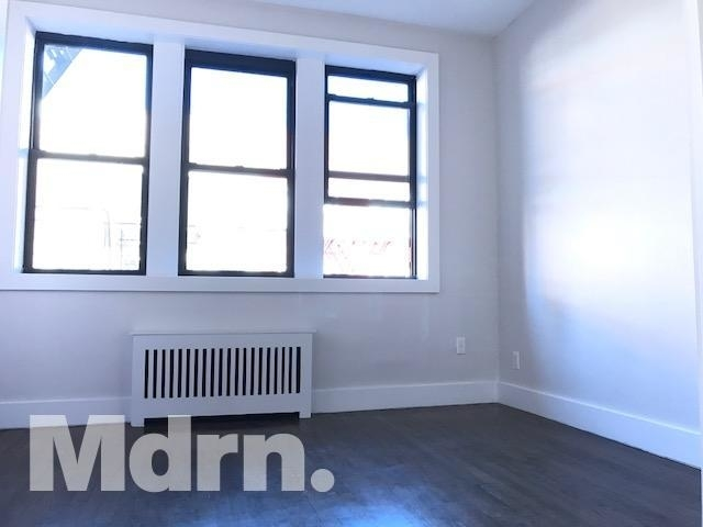 1 Bedroom, Yorkville Rental in NYC for $2,549 - Photo 2