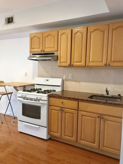 2 Bedrooms, Greenpoint Rental in NYC for $2,725 - Photo 1