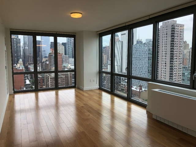 2 Bedrooms, Hell's Kitchen Rental in NYC for $4,790 - Photo 1
