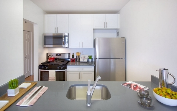 2 Bedrooms, Newport Rental in NYC for $3,880 - Photo 1
