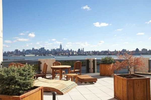 2 Bedrooms, Newport Rental in NYC for $3,800 - Photo 2