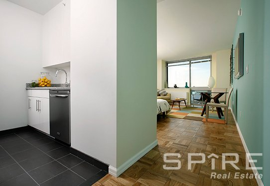 3 Bedrooms, Hell's Kitchen Rental in NYC for $5,025 - Photo 1