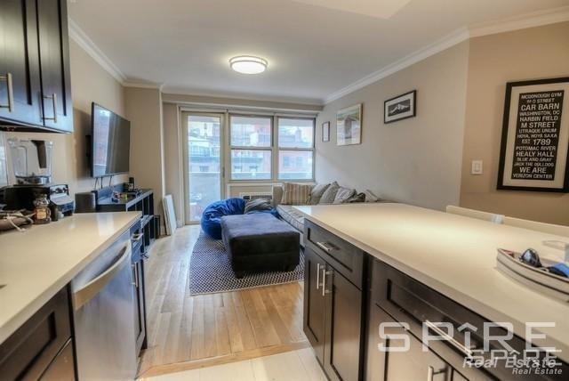 3 Bedrooms, Tribeca Rental in NYC for $6,095 - Photo 2
