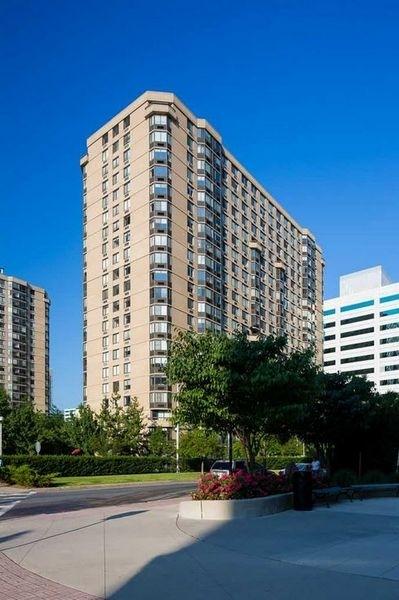 2 Bedrooms, Newport Rental in NYC for $2,795 - Photo 1