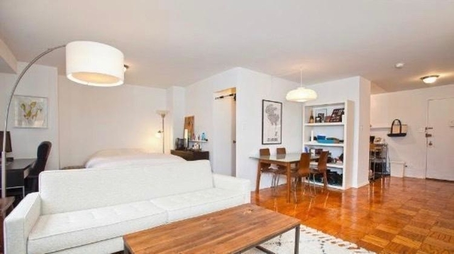 2 Bedrooms, Gramercy Park Rental in NYC for $4,000 - Photo 2