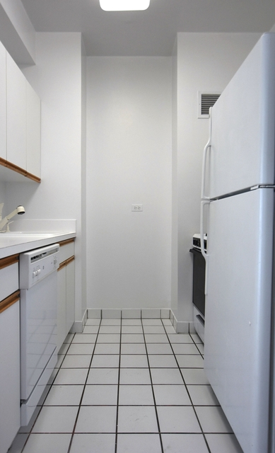 Studio, Yorkville Rental in NYC for $2,550 - Photo 2