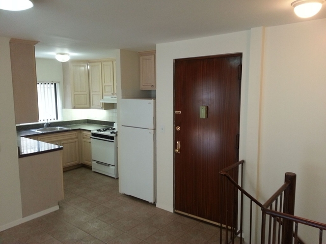 3 Bedrooms, Woodside Rental in NYC for $2,890 - Photo 2