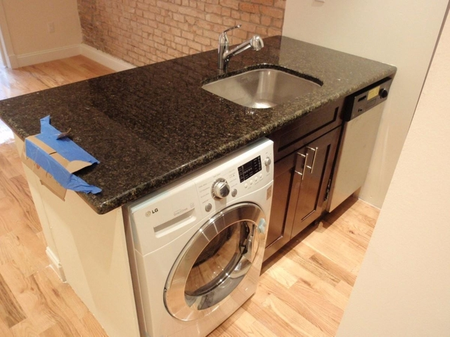 2 Bedrooms, Yorkville Rental in NYC for $3,125 - Photo 2
