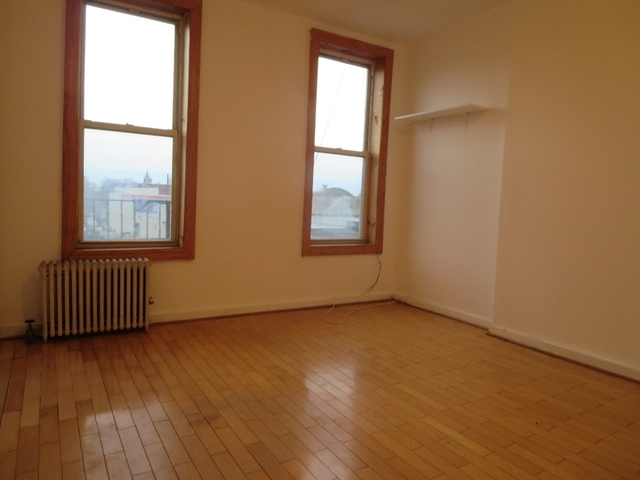 2 Bedrooms, Red Hook Rental in NYC for $1,787 - Photo 2