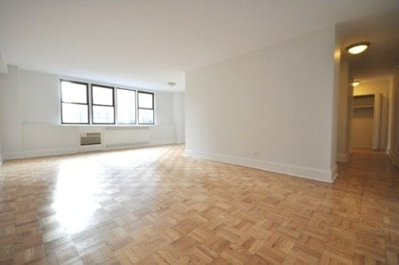 3 Bedrooms, Yorkville Rental in NYC for $5,300 - Photo 2
