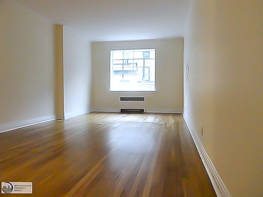upper east side expert check availability no fee pre war hardwood floors 1 bedroom lenox hill rental in nyc for 3900 photo 1