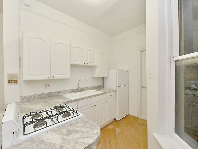 1 Bedroom, Yorkville Rental in NYC for $2,695 - Photo 2