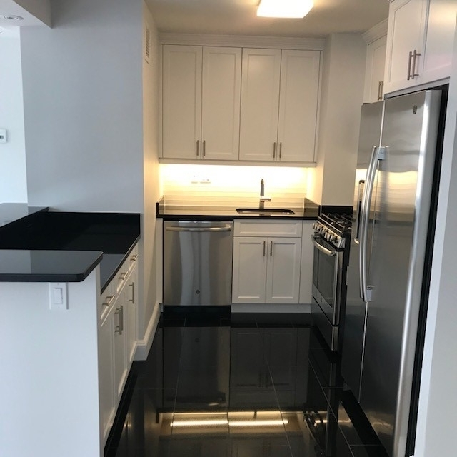 1 Bedroom, Lincoln Square Rental in NYC for $5,175 - Photo 2