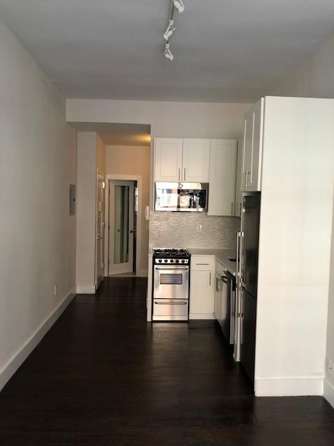 Studio, Yorkville Rental in NYC for $2,399 - Photo 2