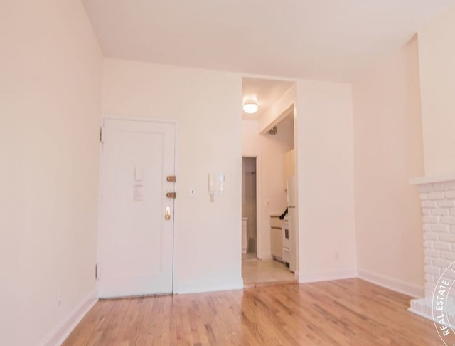 Studio, East Village Rental in NYC for $2,295 - Photo 2