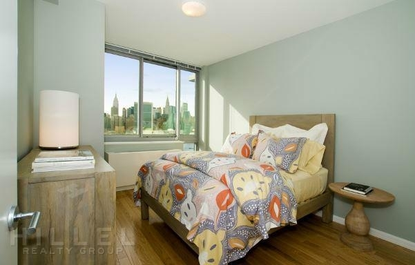 Studio, Hunters Point Rental in NYC for $2,545 - Photo 2