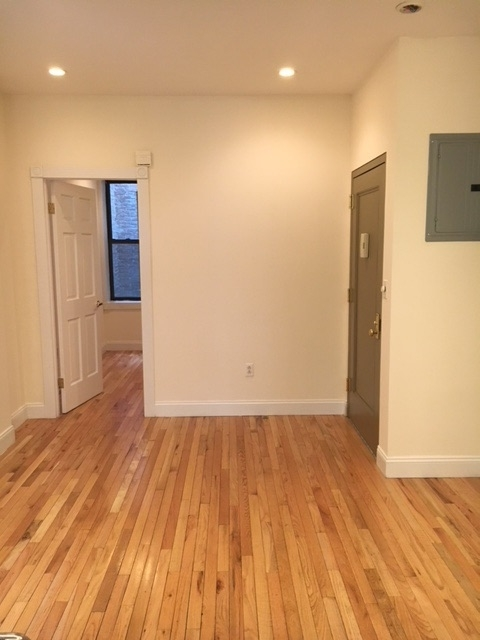 2 Bedrooms, Lincoln Square Rental in NYC for $3,100 - Photo 2