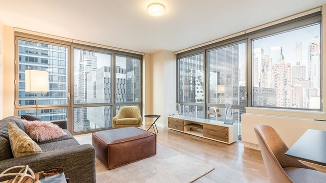 2 Bedrooms, Hell's Kitchen Rental in NYC for $5,950 - Photo 2