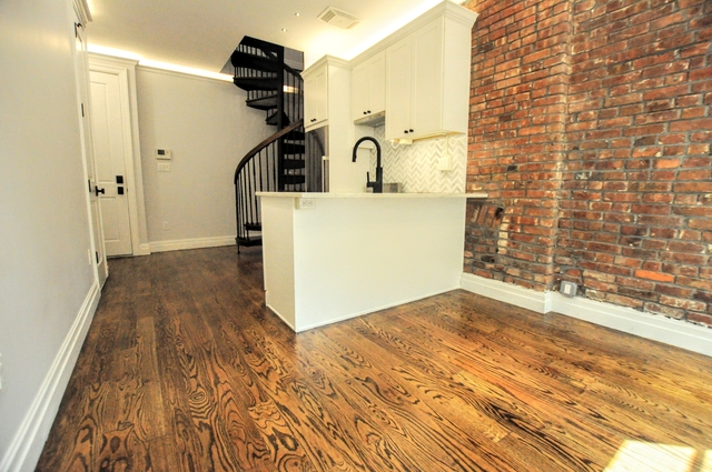 2 Bedrooms, Brooklyn Heights Rental in NYC for $3,599 - Photo 2