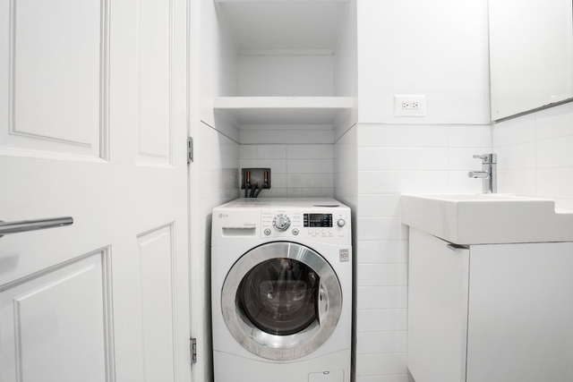 2 Bedrooms, Yorkville Rental in NYC for $3,500 - Photo 1