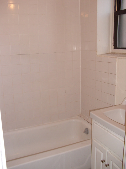 2 Bedrooms, East Williamsburg Rental in NYC for $2,515 - Photo 2