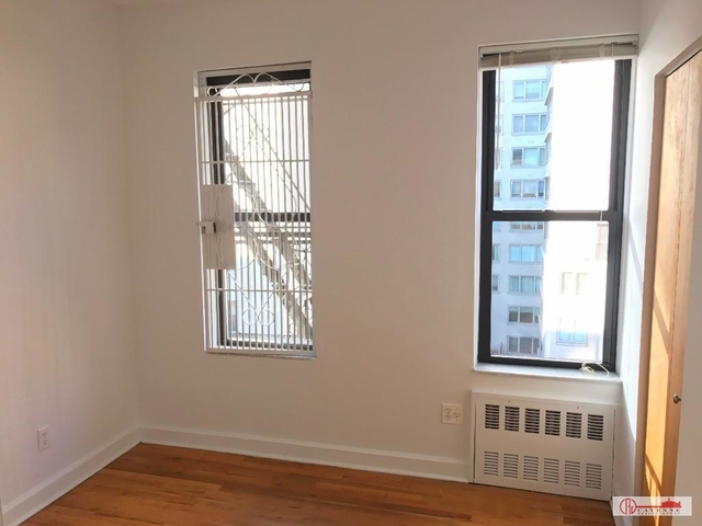 2 Bedrooms, Yorkville Rental in NYC for $2,615 - Photo 2