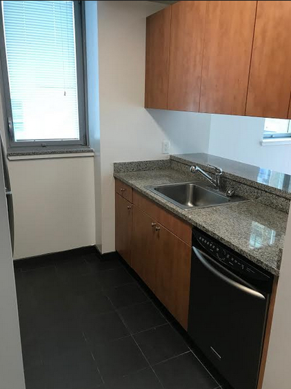 3 Bedrooms, Hell's Kitchen Rental in NYC for $4,220 - Photo 2