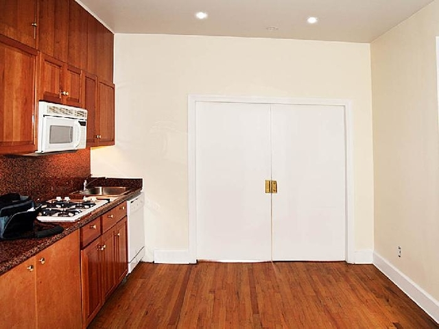 2 Bedrooms, Midtown East Rental in NYC for $3,400 - Photo 1