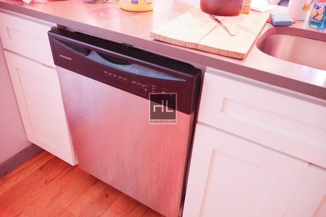 3 Bedrooms, Ocean Hill Rental in NYC for $2,100 - Photo 2