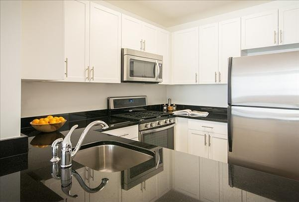 3 Bedrooms, Lincoln Square Rental in NYC for $7,494 - Photo 2