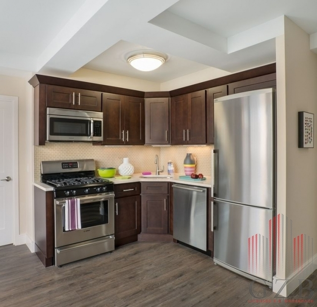 4 Bedrooms, Yorkville Rental in NYC for $5,500 - Photo 2