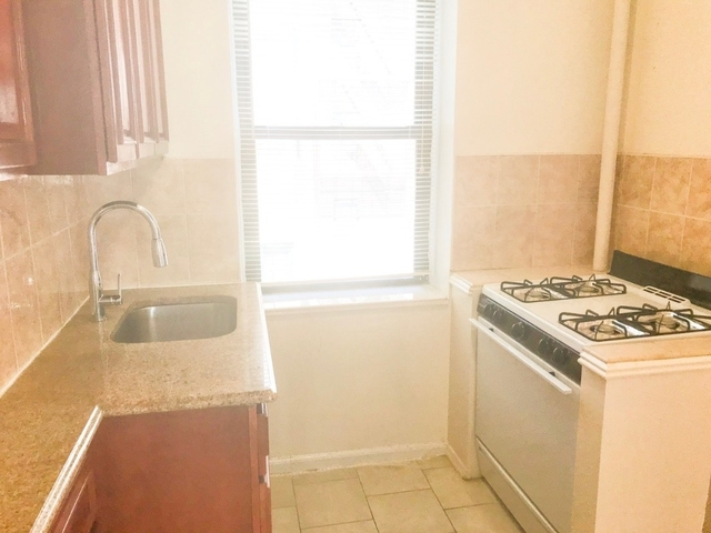 2 Bedrooms, Downtown Flushing Rental in NYC for $2,090 - Photo 2