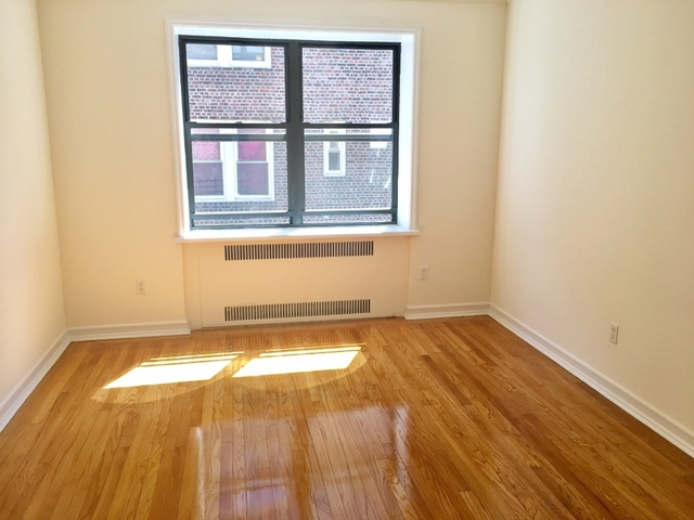 2 Bedrooms, Downtown Flushing Rental in NYC for $2,190 - Photo 2