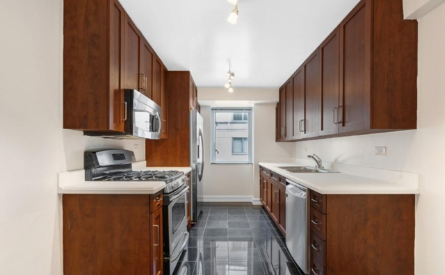 3 Bedrooms, Lenox Hill Rental in NYC for $8,500 - Photo 2