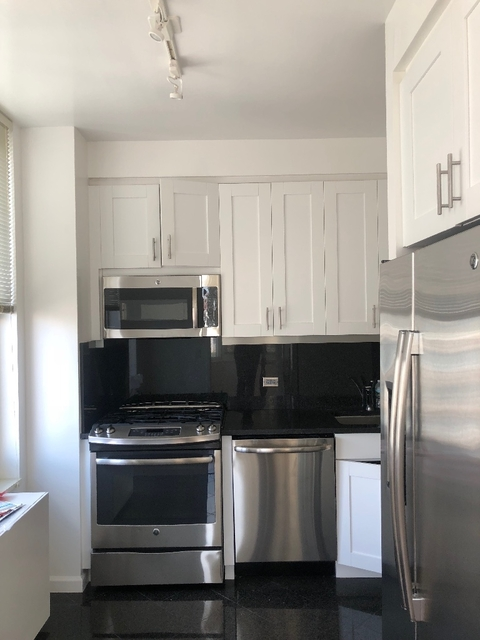 3 Bedrooms, Upper East Side Rental in NYC for $7,600 - Photo 2