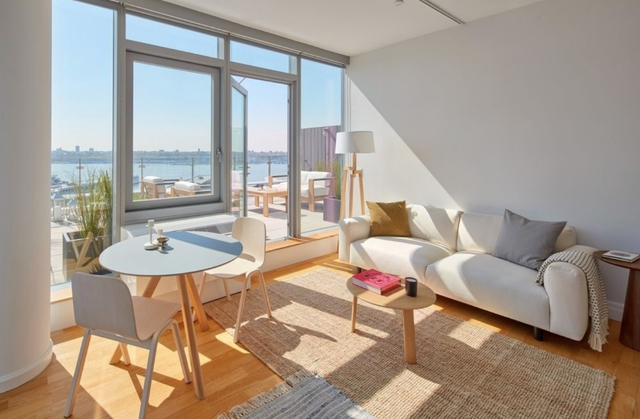 2 Bedrooms, Hell's Kitchen Rental in NYC for $7,000 - Photo 2
