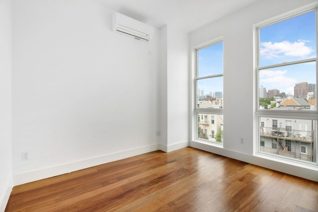 3 Bedrooms, Greenpoint Rental in NYC for $4,499 - Photo 2