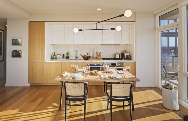 2 Bedrooms, Hell's Kitchen Rental in NYC for $6,999 - Photo 2